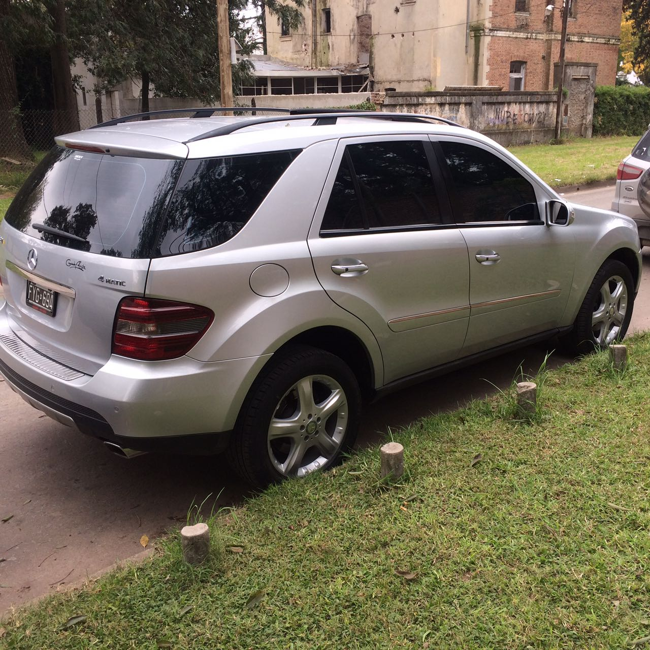Mercedes benz ml 350 4 matic luxury 2007 170000km kawacolor for Mercedes benz ml 350 2007